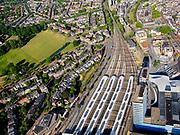 Nederland, Gelderland, Gemeente Arnhem, 14–05-2020; centrum Arnhem, NS station Arnhem Centraal met omgeving. Zicht op de overkapping en de perrons. Arnhem center, Arnhem Central railway station with surroundings.<br /> <br /> luchtfoto (toeslag op standaard tarieven);<br /> aerial photo (additional fee required)<br /> copyright © 2020 foto/photo Siebe Swart