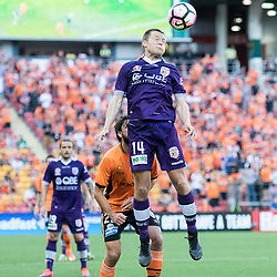 BRISBANE, AUSTRALIA - OCTOBER 30: Chris Harold of the Glory heads the ball infant of Thomas Broich of the roar during the round 4 Hyundai A-League match between the Brisbane Roar and Perth Glory at Suncorp Stadium on October 30, 2016 in Brisbane, Australia. (Photo by Patrick Kearney/Brisbane Roar)