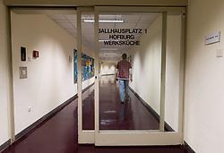 THEMENBILD - Tunnel unter dem Ballhausplatz der das Bundeskanzleramt mit der Hofburg verbindet. Im Jahr 2000 ging die anzugelobene Schwarz-Blaue Koalition unter Kanzler Wolfgang Schüssel den unterirdischen Gang in die Hofburg nehmen, um den Demonstranten am Ballhausplatz zu entgehen. Aufgenommen am 05.12.2017 in Wien, Österreich // Tunnel underneath the Ballhausplatz. It connects the federal chancellors office with the Hofburg palace. In 2000 the coalition of Austrian Peoples Party and Austrian Freedom party had to go to their inauguration through this tunnel because of riots between chancellors office and federal presidents office. Vienna, Austria on 2017/12/05. EXPA Pictures © 2017, PhotoCredit: EXPA/ Michael Gruber