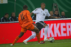 15.11.2011, Imtech Arena, Hamburg, GER, FSP, Deutschland (GER) vs Holland (NED), im Bild Ryan Babel (NED #11 19 1899 Hoffenheim( vs Jérôme Boateng (GER #20 Bayern) // during the Match Gemany (GER) vs Netherland (NED) on 2011/11/15, Imtech Arena, Hamburg, Germany. EXPA Pictures © 2011, PhotoCredit: EXPA/ nph/ Kokenge..***** ATTENTION - OUT OF GER, CRO *****