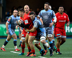 Alex Lewington of Saracens under pressure from Josh Navidi of Cardiff Blues<br /> <br /> Photographer Simon King/Replay Images<br /> <br /> European Rugby Champions Cup Round 4 - Cardiff Blues v Saracens - Saturday 15th December 2018 - Cardiff Arms Park - Cardiff<br /> <br /> World Copyright © Replay Images . All rights reserved. info@replayimages.co.uk - http://replayimages.co.uk