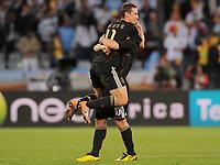Fotball<br /> VM 2010<br /> Tyskland v Argentina<br /> 03.07.2010<br /> Foto: Witters/Digitalsport<br /> NORWAY ONLY<br /> <br /> Schlussjubel v.l. Miroslav Klose, Lukas Podolski (Deutschland)<br /> Fussball WM 2010 in Suedafrika, Viertelfinale, Argentinien - Deutschland 0:4