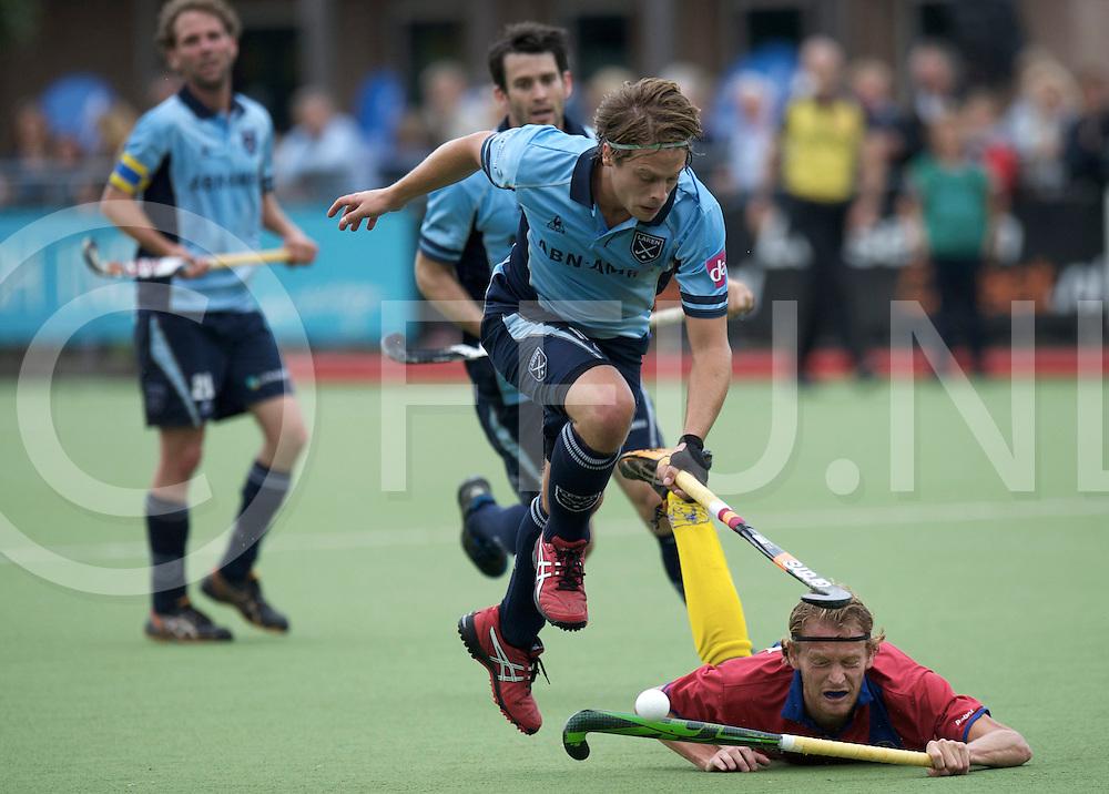 LAREN - Laren v Voordaan heren.<br /> foto: Sander van Someren ( laren) Gréve Christiaan probeert een tackle.<br /> FFU PRESS AGENCY COPYRIGHT FRANK UIJLENBROEK