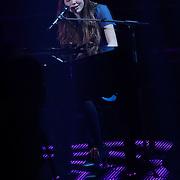 NLD/Hilversum/20120120 - Finale the Voice of Holland 2012, optreden Iris Kroes en Birdy