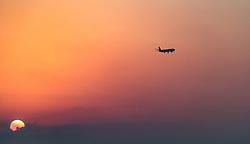 THEMENBILD - Landung eines Passagierflugzeugs bei Sonnenaufgang an einem heissen Sommertag, aufgenommen am 17. August 2018 in Larnaka, Zypern // a passenger airplane prepare for landing at sunrise on a hot summer Day, Larnaca, Cyprus on 2018/08/17. EXPA Pictures © 2018, PhotoCredit: EXPA/ JFK