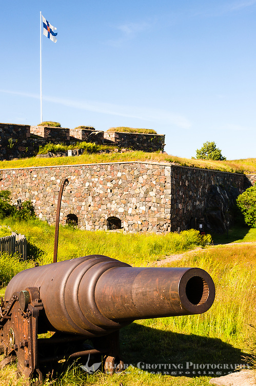 Finland, Helsinki. Suomenlinna sea fortress. Earthworks and guns of Kustaanmiekka.