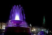 Londyn, 2009-03-05. Fontanna na Trafalgar Square