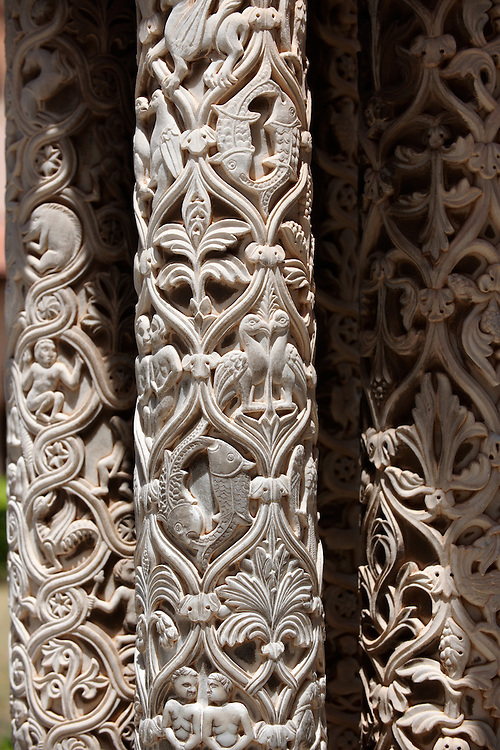 Sculpted columns of the cloisters of Monreale Cathedral - Palermo - Sicily Pictures, photos, images & fotos photography .<br /> <br /> If you prefer you can also buy from our ALAMY PHOTO LIBRARY  Collection visit : https://www.alamy.com/portfolio/paul-williams-funkystock/monrealeduomomosaics.html. Refine search by adding subject etc  into the LOWER SEARCH WITHIN GALLERY box. <br /> <br /> Visit our BYZANTINE MOSAIC PHOTO COLLECTION for more   photos  to download or buy as prints https://funkystock.photoshelter.com/gallery-collection/Roman-Byzantine-Art-Artefacts-Antiquities-Historic-Sites-Pictures-Images-of/C0000lW_87AclrOk