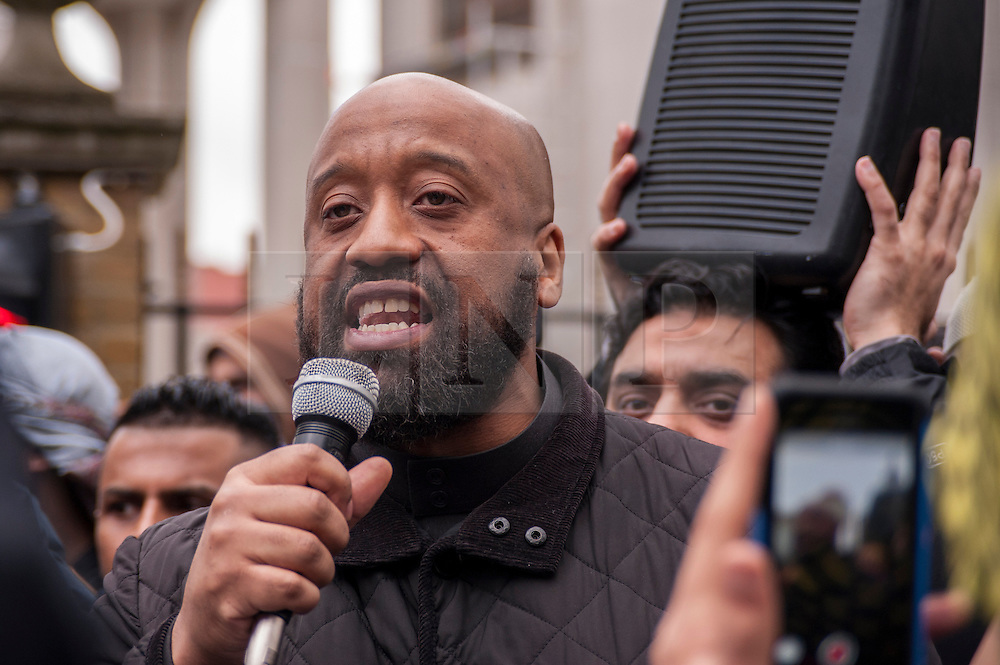 © Licensed to London News Pictures. 02/04/2015. Baker Street, London, UK. Abu Izzadeen preaching to crowds outside the London Central Mosque during the Islamic Rally.  Photo credit : Stephen Chung/LNP