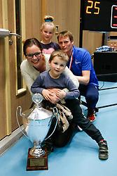 20180218 NED: Bekerfinale Eurosped - Sliedrecht Sport, Hoogeveen <br />Matt van Wezel met vrouw en kinderen en de gewonnen beker. <br />©2018-FotoHoogendoorn.nl