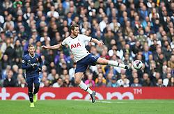 Jan Vertonghen of Tottenham Hotspur passes the ball unconventionally - Mandatory by-line: Arron Gent/JMP - 19/10/2019 - FOOTBALL - Tottenham Hotspur Stadium - London, England - Tottenham Hotspur v Watford - Premier League