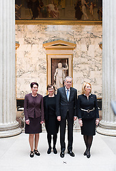26.01.2017, Historischer Sitzungssaal, Wien, AUT, Parlament, 18. Bundesversammlung zur Angelobung des neuen Bundespräsidenten Van der Bellen, im Bild v.l.n.r. Präsidentin des Bundesrates Sonja Ledl-Rossmann, Doris Schmidauer, Bundespräsident Alexander Van der Bellen und Nationalratspräsidentin Doris Bures (SPÖ) // f.l.t.r. president of the federal council Sonja Ledl-Rossmann, federal president of Austria Alexander Van der Bellen und President of the National Council Doris Bures (SPOe) during inauguration ceremony for the new federal president of austria at austrian parliament in Vienna, Austria on 2017/01/26, EXPA Pictures © 2017, PhotoCredit: EXPA/ Michael Gruber