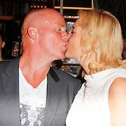 NLD/Hoorn/20111201- Boekpresentatie Sonja Bakker ' Winterslank ', Sonja Bakker kust haar  partner Jan Reus