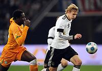Fotball , 18. november 2009 , Tyskland - Elfenbenskysten<br />  v.l. Souleymane Bamba, Stefan Kiessling Deutschland<br /> Fussball Laenderspiel Deutschland - Elfenbeinkueste<br /> <br /> Norway only