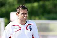 Photo: Chris Ratcliffe.<br />England training session. 07/06/2006.<br />Frank Lampard warms up in training.
