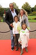 Premiere musical Droomvlucht in het Efteling Theater, Kaatsheuvel.<br /> <br /> Op de foto:  Arnold Vanderlyde met partner en kinderen