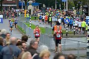 Nederland, Nijmegen, 15-11-2015De populaire Zevenheuvelenloop. Voorop de wedstrijdlopers, daarachter 35.000 recreatielopers. De tocht is 15 km. lang. Terwijl de snelste lopers alweer binnenkomen beginnen aan de overkant nog steeds lopers aan het parcours.FOTO: FLIP FRANSSEN/ HH