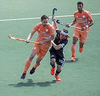 AMSTELVEEN - Mirco Pruyser (Ned) met Martin Zwicker (Dui)  EK hockey, finale Nederland-Duitsland 2-2. mannen.  Nederland wint de shoot outs en is Europees Kampioen.  COPYRIGHT KOEN SUYK