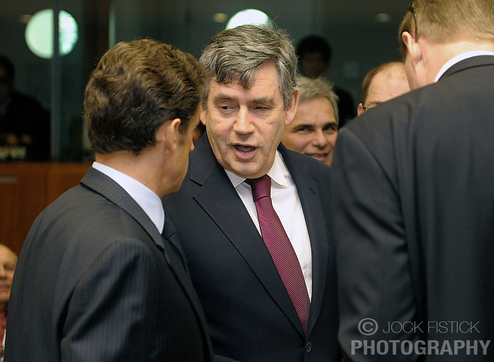Gordon Brown, the U.K.'s prime minister, center, speaks with Nicolas Sarkozy, France's president, left, during the European Summit, Friday, March 20, 2009, in Brussels, Belgium. (Photo © Jock Fistick)