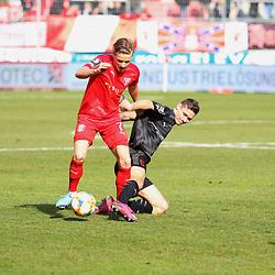 Bentley Baxter Bahn (7,HFC) gegen Maximilian Thalhammer (6,FCI) beim Spiel in der 3. Liga, Hallescher FC - FC Ingolstadt 04.<br /> <br /> Foto © PIX-Sportfotos *** Foto ist honorarpflichtig! *** Auf Anfrage in hoeherer Qualitaet/Aufloesung. Belegexemplar erbeten. Veroeffentlichung ausschliesslich fuer journalistisch-publizistische Zwecke. For editorial use only. DFL regulations prohibit any use of photographs as image sequences and/or quasi-video.