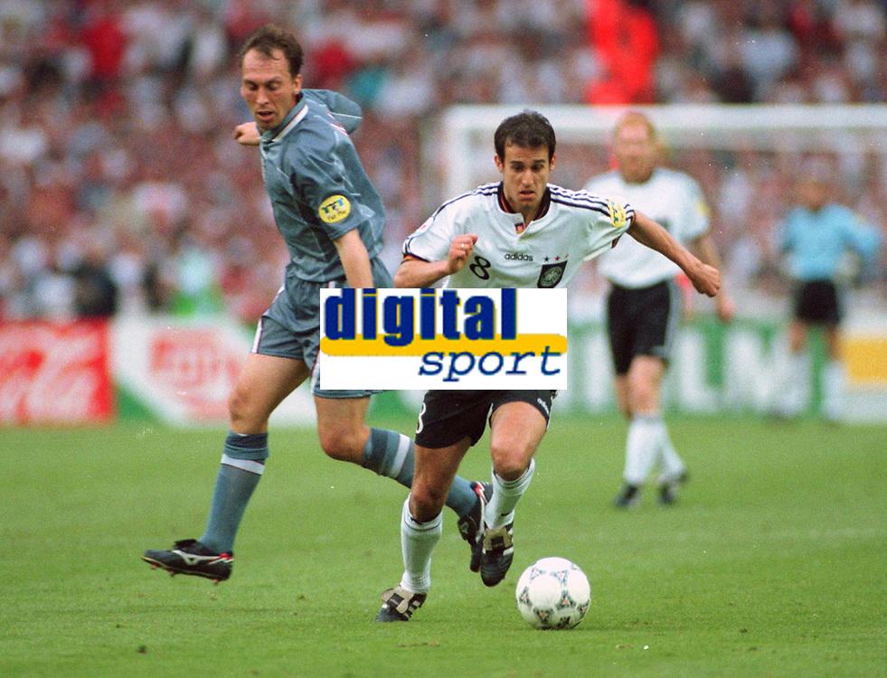 Fotball<br /> EM 1996<br /> Foto: Witters/Digitalsport<br /> NORWAY ONLY<br /> <br /> David PLATT -  Mehmet SCHOLL   <br /> Tyskland v England