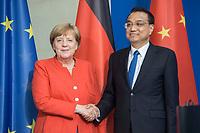 09 JUL 2018, BERLIN/GERMANY:<br /> Li Keqiang (L), Ministerpraesident der VR China, und Angela Merkel (R), CDU, Bundeskanzlerin, nach einer Pressekonferenz zu den Ergebnissen der Deutsch-Chinesische Regierungskonsultationen, Bundeskanzleramt<br /> IMAGE: 20180709-02-079