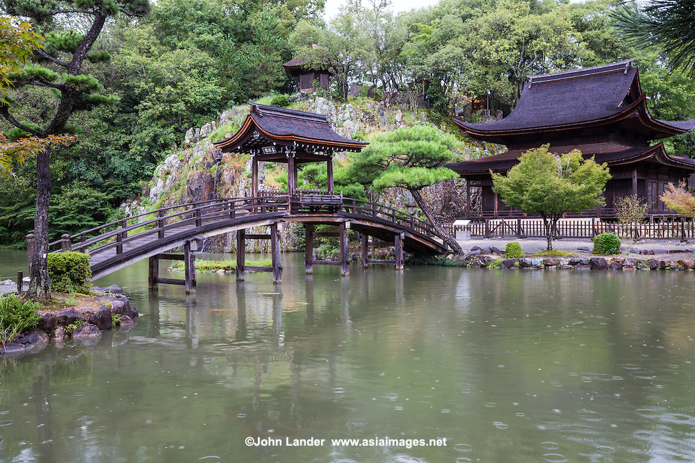 Eiho-ji is a Rinzai Zen Buddhist temple in Tajimi, Gifu and was established in 1313.  The temple is a monastery known for its pond garden with a fabulous bridge over the pond listed as National Treasure.