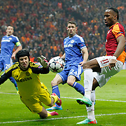 Galatasaray's Tebily Didier Yves Drogba (R) and Chelsea's goalkeepers Petr Cech (L) during their UEFA Champions League Round of 16 First leg soccer match Galatasaray between Chelsea at the AliSamiYen Spor Kompleksi in Istanbul, Turkey on Wednesday 26 February 2014. Photo by Aykut AKICI/TURKPIX