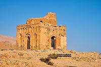 Sultanat d'Oman, gouvernorat de Ash Sharqiyah, Qalhat, ancienne cité et port de commerce du IIe siècle dont il ne subsiste que quelques vestiges comme le mausolée de Bibi Maryam classé Patrimoine Mondial de l'UNESCO // Sultanat of Oman, governorate of Ash Sharqiyah, ancient city of Qalhat, tomb of Bibi Maryam, Unesco world heritage