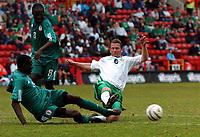Fotball<br /> Treningskamp<br /> Irland v Nigeria<br /> The Valley - London<br /> 29. mai 2004<br /> Foto: Digitalsport<br /> NORWAY ONLY<br /> GARBA LAWAL NIGERIA & MARK KINSELLA IRELAND
