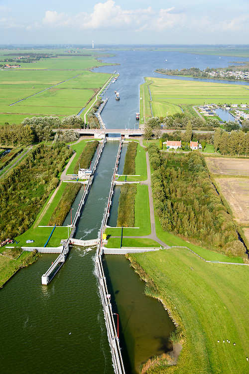 Nederland, Friesland, Gemeente Lemsterland, 10-10-2014; Lemmer, <br /> Prinses Margrietsluis, sluis in het Prinses Margrietkanaal. Vaarroute Lemmer-Delfzijl.<br /> luchtfoto (toeslag op standard tarieven);<br /> aerial photo (additional fee required);<br /> copyright foto/photo Siebe Swart