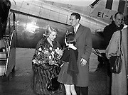 Rosemary Clooney and Jose Ferrer on a visit to Ireland. <br /> <br /> 22nd January 1954.<br /> <br /> 22/01/1954.