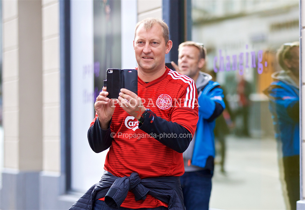 AARHUS, DENMARK - Sunday, September 9, 2018: Locals take photos as Wales players go on a pre-match walk in Aarhus ahead of the UEFA Nations League Group Stage League B Group 4 match against Denmark. (Pic by David Rawcliffe/Propaganda)