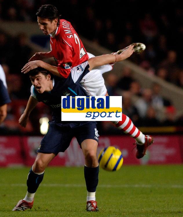 Photo: Daniel Hambury.<br />Charlton Athletic v Manchester City. Barclays Premiership.<br />04/12/2005.<br />Charlton's Jonatan Johansson and City's Joey Barton battle.