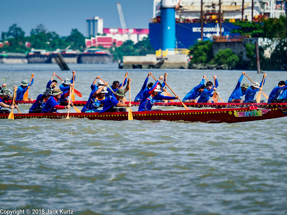 29 OCTOBER 2018 - PHRA PRADAENG, SAMUT PRAKAN, THAILAND: Racing long boats are rowed downriver during the long boat races in Phra Pradaeng. The longboat races go about one kilometer down the Chao Phraya River to the main pier in Phra Pradaeng. The boats are crewed by about 20 oarsmen. Longboat racing traditionally marks the end of the Buddhist Rains Retreat (called Buddhist Lent) in Thai riverside communities.       PHOTO BY JACK KURTZ
