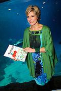 Lancering van het nieuwe (voor)leesboek Mr Finney en de andere kant van het water van Prinses Laurentien en Sieb Posthuma het Oceanium van Diergaarde Blijdorp in Rotterdam. <br /> <br /> Op de Foto:<br /> <br />  Prinses Laurentien