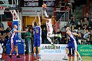 DESCRIZIONE : Varese Lega A 2013-14 Cimberio Varese Acqua Vitasnella Cantu<br /> GIOCATORE : Adrian Banks<br /> CATEGORIA : Tiro Equilibrio<br /> SQUADRA : Cimberio Varese<br /> EVENTO : Campionato Lega A 2013-2014<br /> GARA : Cimberio Varese Acqua Vitasnella Cantu<br /> DATA : 15/12/2013<br /> SPORT : Pallacanestro <br /> AUTORE : Agenzia Ciamillo-Castoria/G.Cottini<br /> Galleria : Lega Basket A 2013-2014  <br /> Fotonotizia : Varese Lega A 2013-14 Cimberio Varese Acqua Vitasnella Cantu<br /> Predefinita :