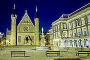 Avondopname van Het Binnenhof met de Ridderzaal, het centrum van de Nederlandse politiek in het centrum van Den Haag - Het Binnenhof with the Ridderzaal in The Hague by night. The Binnenhof is the center of Dutch politics. It houses the meeting place of both houses of the States General of the Netherlands, as well as the Ministry of General Affairs and the office of the Prime Minister of the Netherlands, The Hague, The Netherland