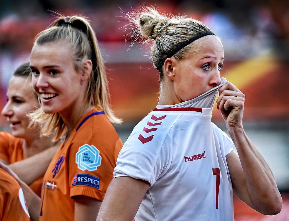 Nederland. Enschede, 06-08-2017. Foto: Patrick Post / AP<br /> De Nederlandse Leeuwinnen winnen de finale van Denemarken tijdens het Euro Women's 2017 tournament. De Oranje dames zijn blij, de Deense Sanne Troelsgaard is verdrietig na het 4-2 verlies.