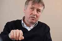19 JAN 2010, BERLIN/GERMANY:<br /> Hartwig Masuch, Geschaeftsfuehrer BMG Rights Management, waehrend einem Interview, in seinem Buero, BMG Rights Management<br /> IMAGE: 20100119-01-033