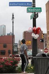 August 16, 2018 - Detroit, Michigan, U.S. - MONTEZ MILLER looks up at balloons she placed on Aretha Franklin Way at Brush and Madison streets in downtown Detroit in honor of Aretha Franklin, the Queen of Soul, who died today. (Credit Image: © Detroit Free Press via ZUMA Wire)