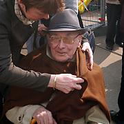 1e Paal nieuwbouw de Bolder Weideweg Huizen, dhr. Willem Enterman, 101 jaar