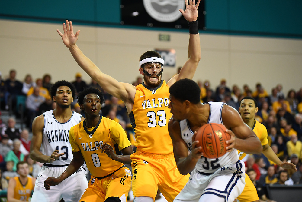 Conway, SC - November 16, 2018 - HTC Center: John Kiser (33) of the of the Valparaiso University Crusaders during the 2018 Myrtle Beach Invitational.<br /> (Photo by Joe Faraoni / ESPN Images)