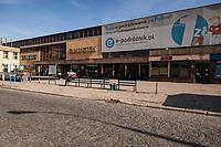 29.09.2016 Bialystok woj podlaskie Po 30 latach funkcjonowania ( od 1986 roku ) bialostocki dworzec PKS zostanie rozebrany i na jego miejscu powstanie nowoczesny obiekt . Prace rozbiorkowe maja zaczac sie w pazdzierniku 2016 a nowy dworzec ma byc gotowy w 2017 roku N/z stanowiska odjazdowe autobusow fot Michal Kosc / AGENCJA WSCHOD