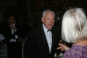 Michael Craig-Martin. Royal Academy Annual dinner to celebrate the opening of the Summer exhibition. Royal Academy. Piccadilly. London. 1 June 2005.  ONE TIME USE ONLY - DO NOT ARCHIVE  © Copyright Photograph by Dafydd Jones 66 Stockwell Park Rd. London SW9 0DA Tel 020 7733 0108 www.dafjones.com