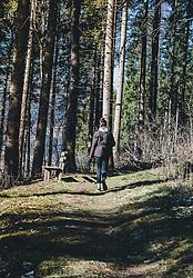 18.03.2020, Kaprun, AUT, tägliches Leben mit dem Coronavirus, im Bild eine junge Frau macht einen Spaziergang im Wald. Für ganz Österreich wurde eine Ausgangsbeschränkung der Bundesregierung ausgesprochen // a young woman goes for a walk in the forest. The Austrian government is pursuing aggressive measures in an effort to slow the ongoing spread of the coronavirus, Kaprun, Austria on 2020/03/18. EXPA Pictures © 2020, PhotoCredit: EXPA/ Stefanie Oberhauser