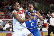 DESCRIZIONE : Riga Latvia Lettonia Eurobasket Women 2009 Quarter Final Spagna Italia Spain Italy<br /> GIOCATORE : Cindy Lima Marte Alexander<br /> SQUADRA : Spagna Spain Italia Italy<br /> EVENTO : Eurobasket Women 2009 Campionati Europei Donne 2009 <br /> GARA : Spagna Italia Spain Italy<br /> DATA : 17/06/2009 <br /> CATEGORIA : rimbalzo difesa<br /> SPORT : Pallacanestro <br /> AUTORE : Agenzia Ciamillo-Castoria/E.Castoria