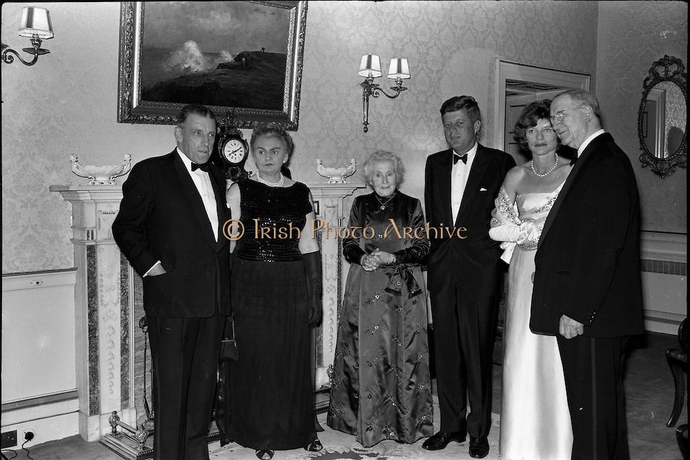 President John F. Kennedy entertained at a dinner party given by President Eamon de Valera at Áras an Uachtarain. Included in the group are An Taoiseach Seán Lemass, Mrs. de Valera and Mrs. Eunice Shriver..26.06.1963