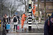 Nederland, Nijmegen, 15-2-2018Herinrichting, reconstructie en onderhoud aan de Oranjesingel. Het electro installatiebedrijf dyniq, het vroegere Imtech, vernieuwt de stoplichten .Foto: Flip Franssen