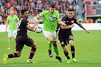 v.l. Benjamin Henrichs, Mario Gomez, Charles Aranguiz (Leverkusen)<br /> Leverkusen, 02.04.2017, Fussball, Bundesliga, Bayer 04 Leverkusen - VfL Wolfsburg<br /> Norway only